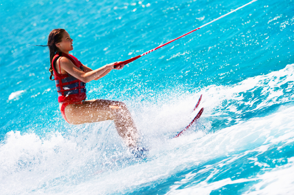 https://tahititourisme.it/wp-content/uploads/2017/08/ACTIVITES-NAUTIQUES-Tahiti-WaterSports-Center-3.jpg
