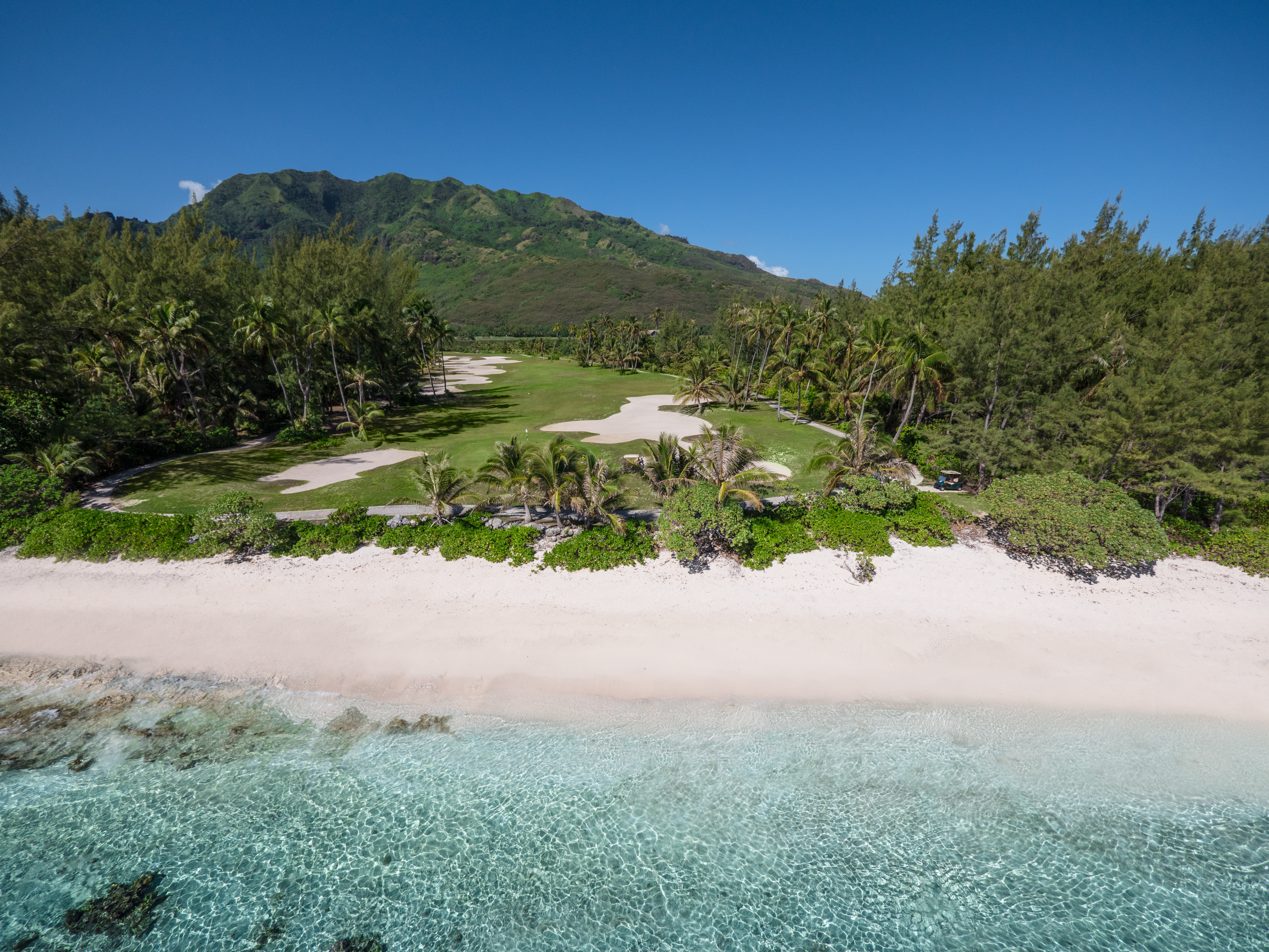 https://tahititourisme.it/wp-content/uploads/2017/08/ACTIVITES-TERRESTRES-Moorea-Green-Pearl-Golf-2.jpg