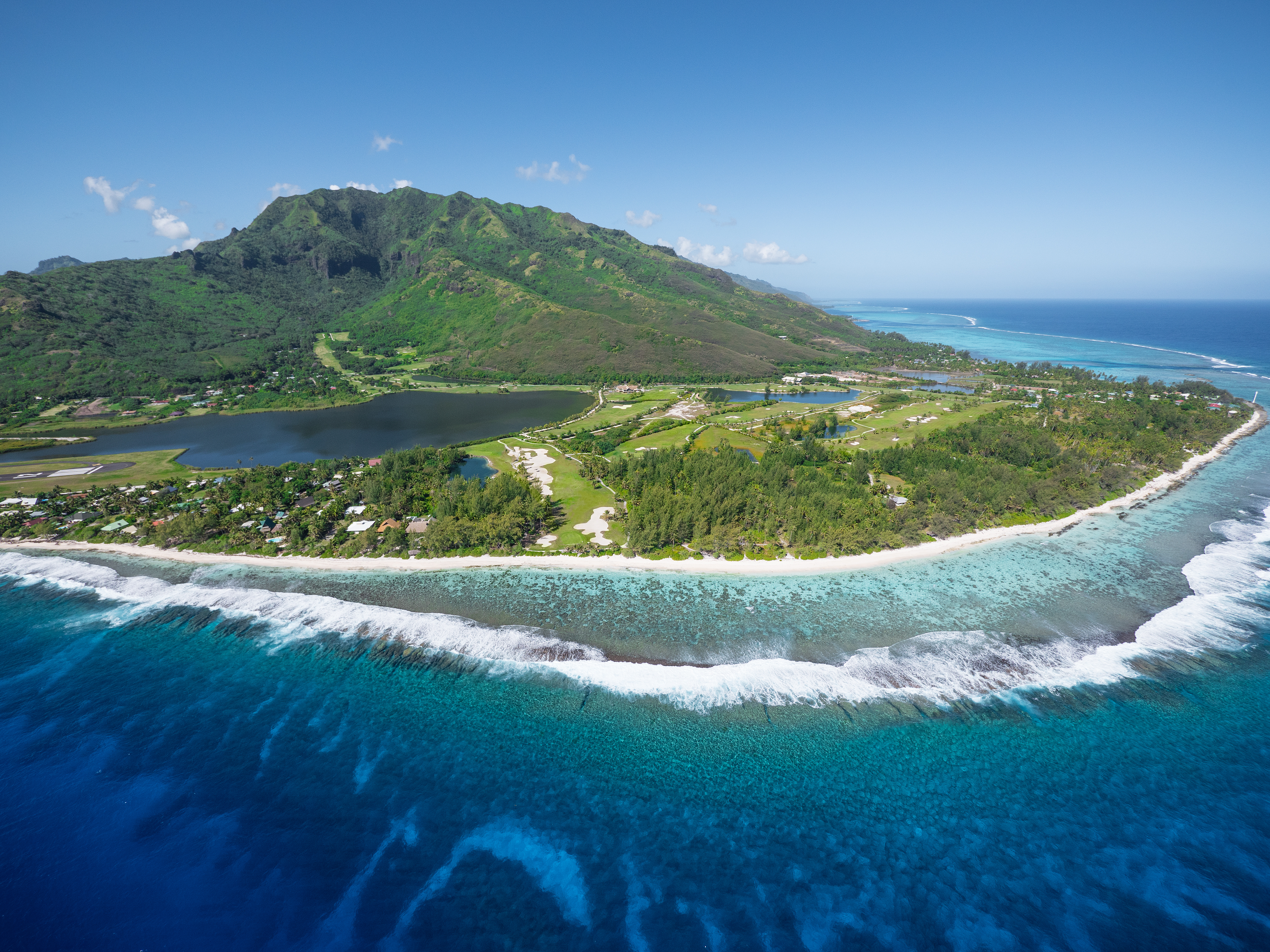 https://tahititourisme.it/wp-content/uploads/2017/08/ACTIVITES-TERRESTRES-Moorea-Green-Pearl-Golf-3.jpg