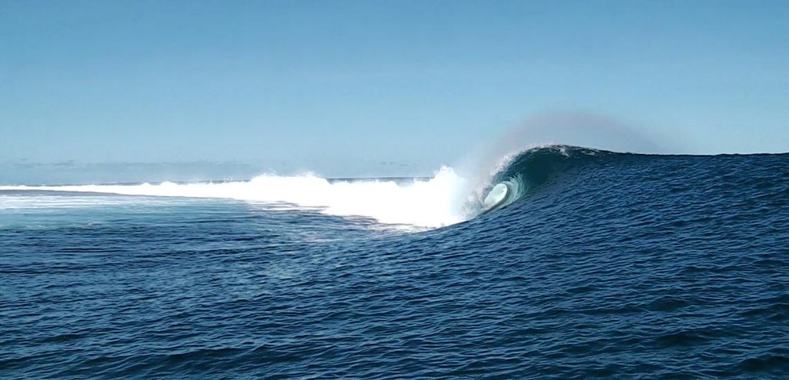 https://tahititourisme.it/wp-content/uploads/2017/08/Tehanis-surf-cool.png