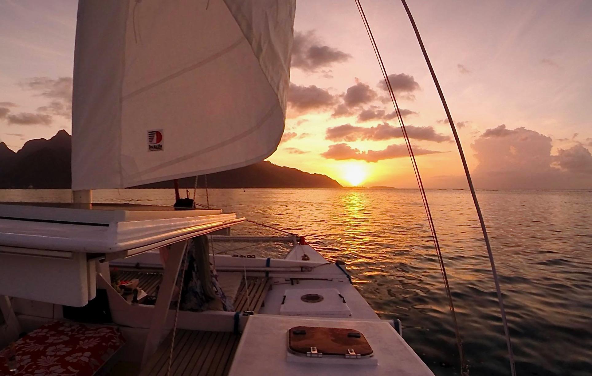 https://tahititourisme.it/wp-content/uploads/2017/08/Voila-Moorea-Sunset-from-the-hull.jpeg