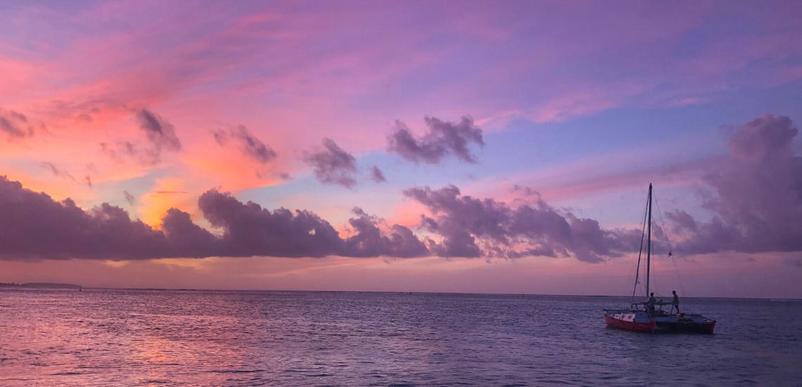https://tahititourisme.it/wp-content/uploads/2017/08/voilamoorea_sunset_1140x550.png