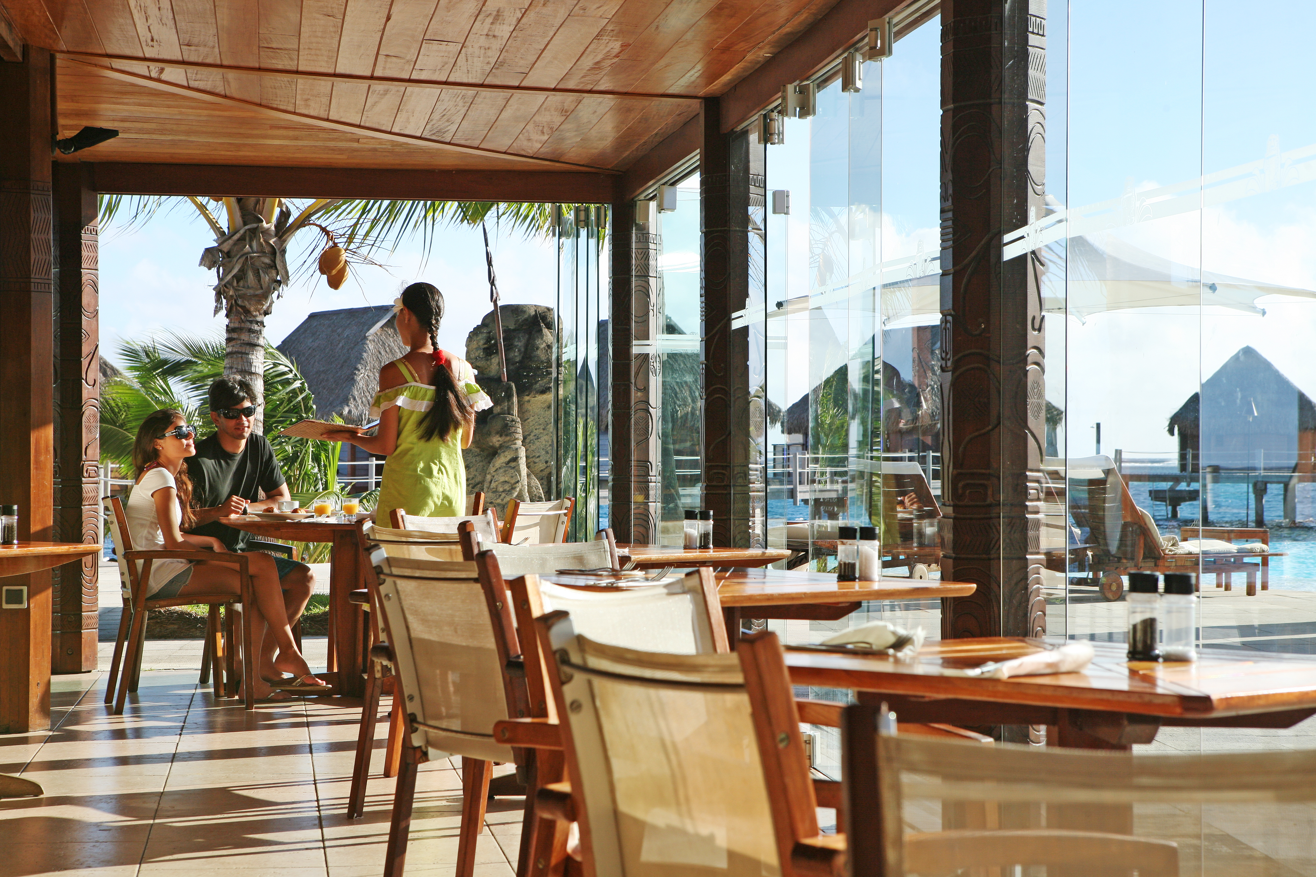 https://tahititourisme.it/wp-content/uploads/2018/03/RESTAURATION-Restaurant-Mahanai-3-Greg_LeBacon.jpg