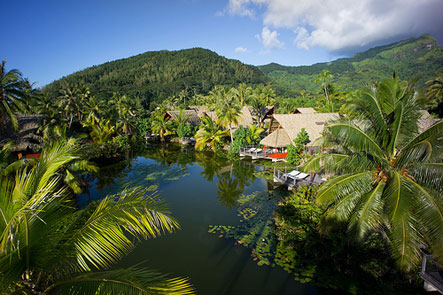 https://tahititourisme.it/wp-content/uploads/2018/03/bungalows-premium-lac-hotel-maitai-lapita-village-huahine.jpeg