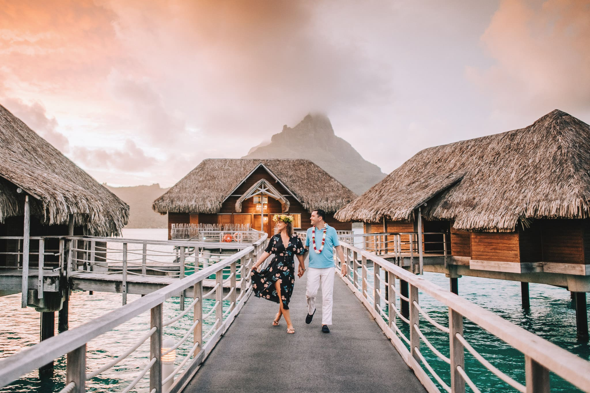 https://tahititourisme.it/wp-content/uploads/2021/04/Bora-Bora-Photographer-Honeymoon-Wedding-couple-10.jpg